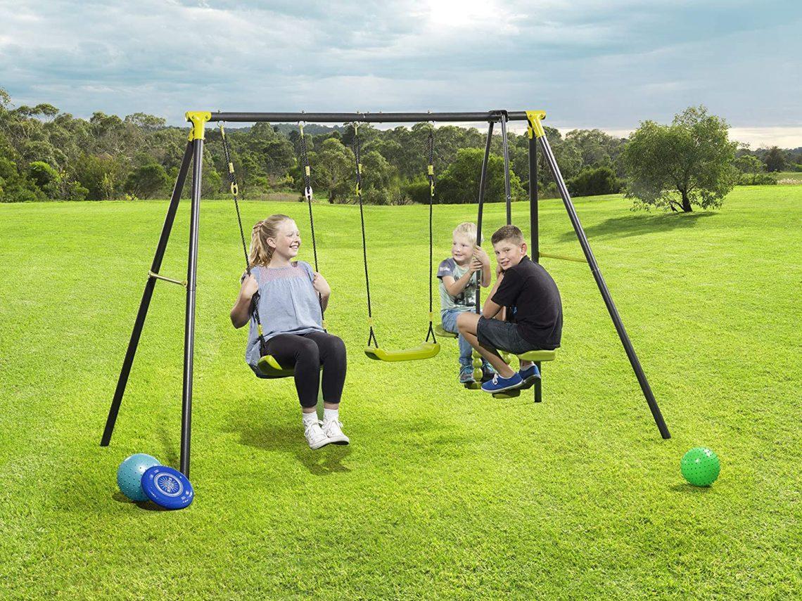 Paradis des enfants-Le jardin avec une balançoire